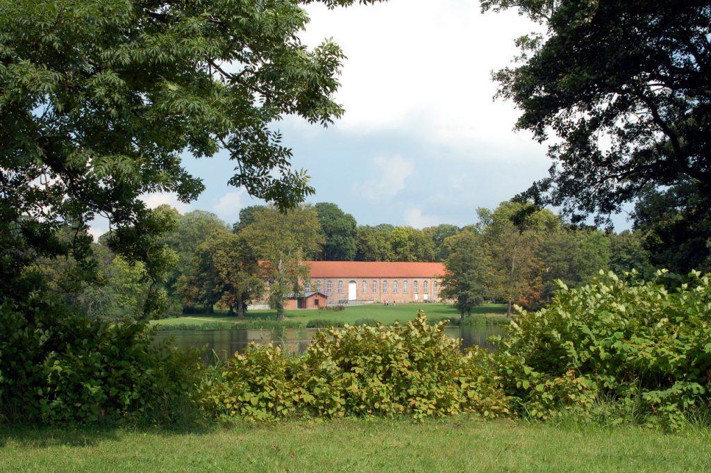 marstall-und-schwanenteich-im-schlosspark-putbus